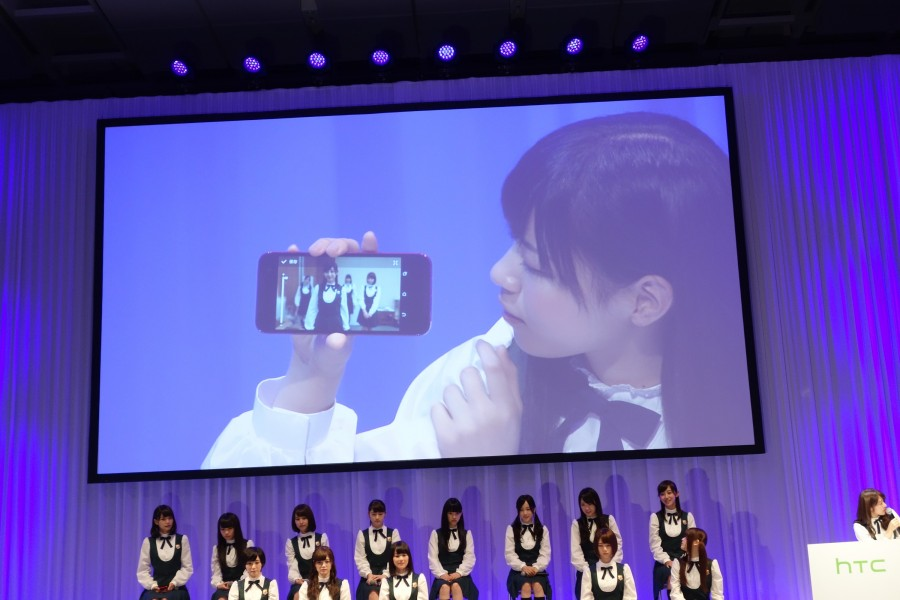 htc-conference-nogizaka46-07