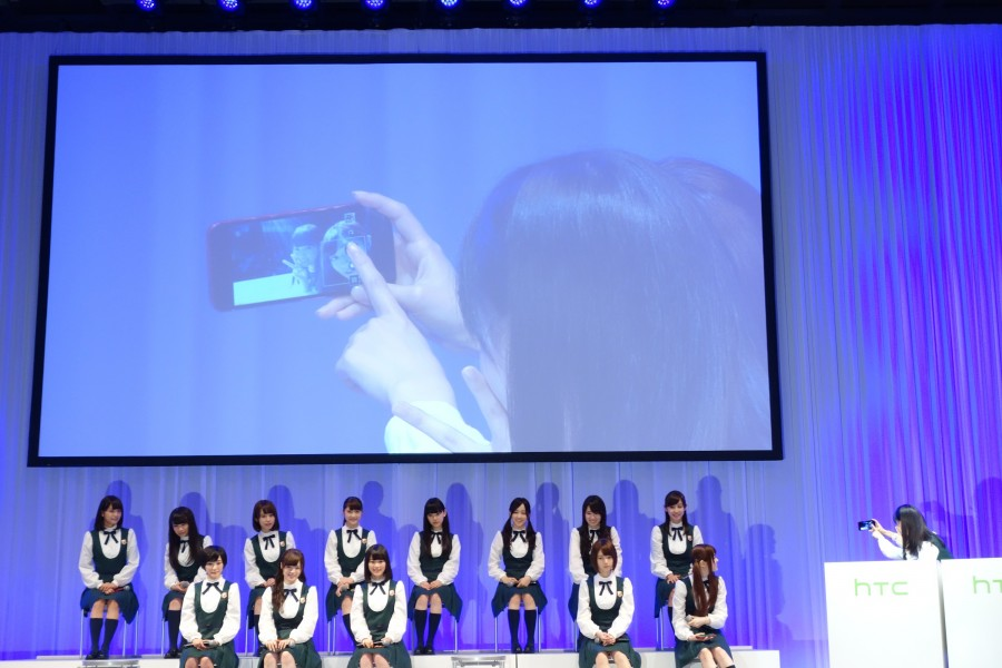 htc-conference-nogizaka46-09