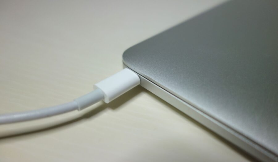 the new macbook charging from usb type c port
