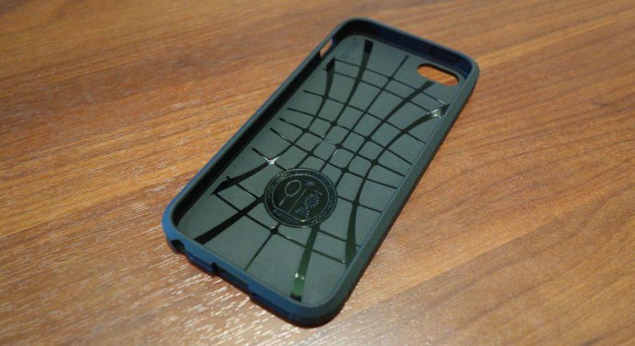 spigen rugged armor for iphone se 2