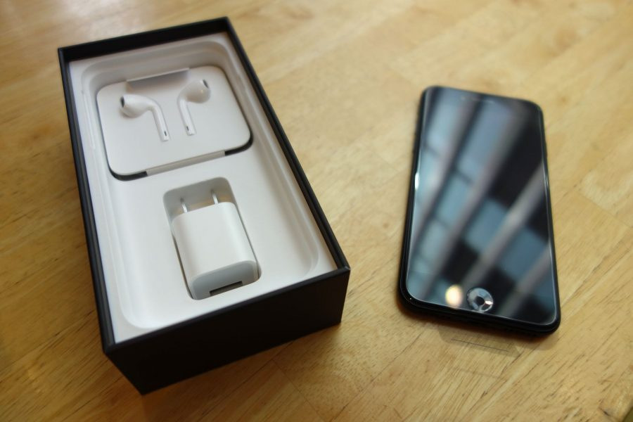 iphone-7-jet-black-04