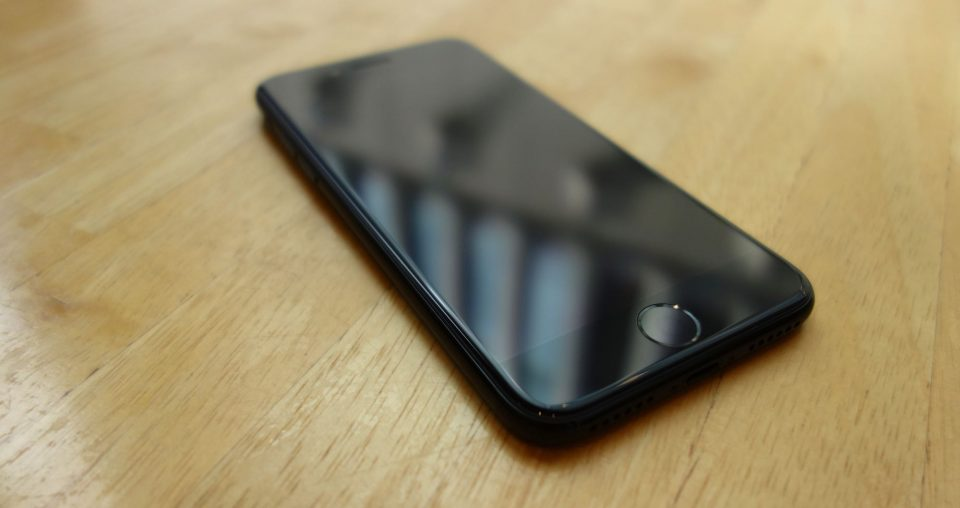 iphone-7-jet-black-05