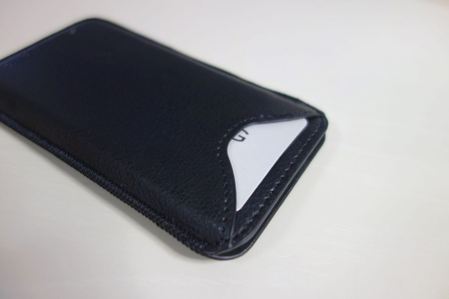 iphone-sleeve-by-snugg-3