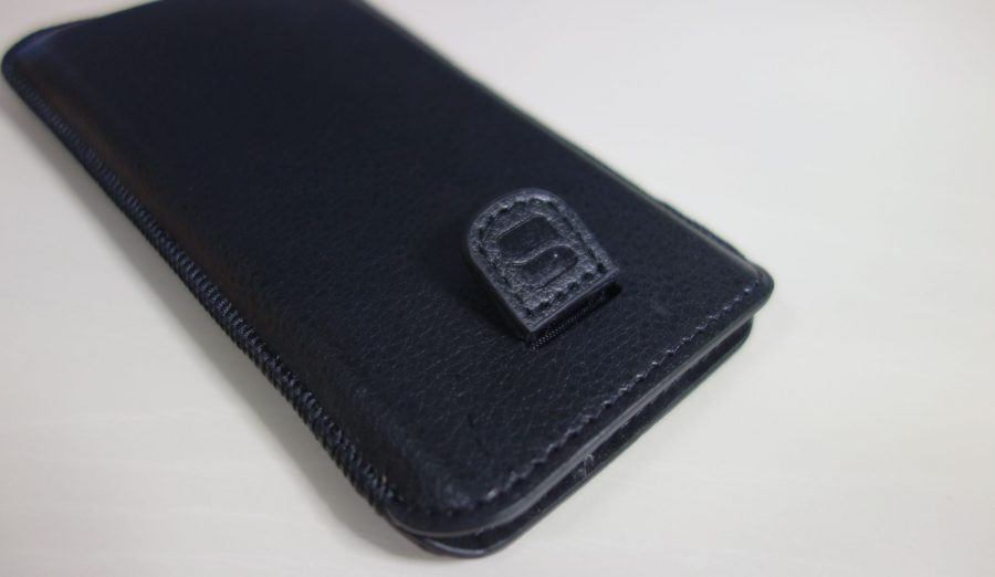 iphone-sleeve-by-snugg-5