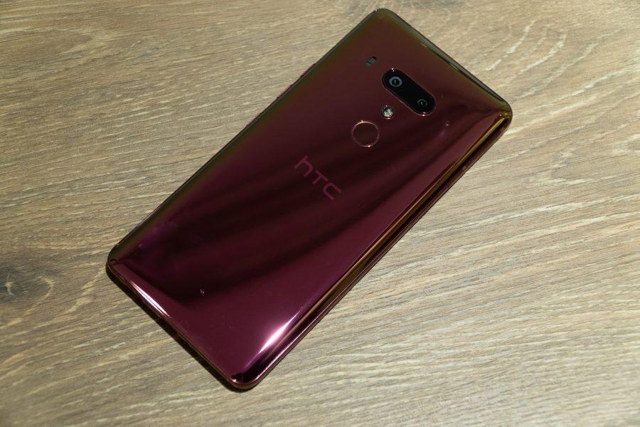 HTC U12+ フレイムレッド背面